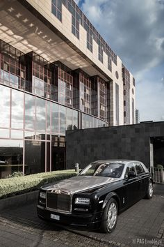 Rolls-Royce Ghost in front of the Hyatt Regency hotel in Cologne (Köln), Germany