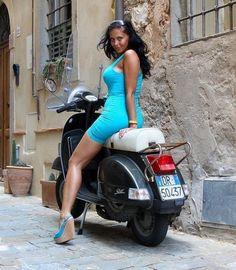 Vespa Bike, Piaggio Vespa, Scooter Motorcycle, Motorbike Girl, Vespa Lambretta, Vespa Scooters, Motorcycle Design, Biker Chick, Biker Girl
