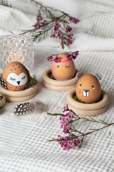 Paint easter eggs as animals. Creative DIY idea for DIY at Easter. Animal Easter fun factor guaranteed at the breakfast table or in the Easter basket. Easter Crafts For Kids, Diy For Kids, Craft Stick Crafts, Diy Crafts To Sell, Easter Egg Designs, Diy Ostern, Easter Traditions, Egg Decorating, Easter Party