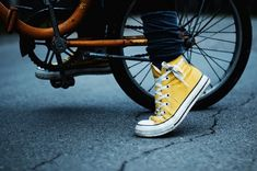 Converse all star Yellow Converse, Converse All Star, Converse Shoes, Converse Chuck Taylor, Yellow Sneakers, Converse Style, Jogging, Gogo Tomago, Baskets