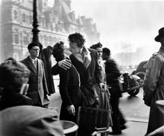 """Le baiser de L'Hôtel de Ville"", Paris (also known as ""The Kiss""), by Robert Doisneau (1950)"