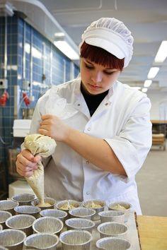 Alan opiskelijalta vaaditaan huolellisuutta, hyviä kädentaitoja, siisteyttä, omatoimisuutta sekä ryhmätyötaitoja.