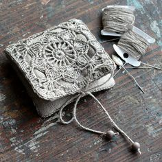 A small linen needle book with crocheted granny square detail. The needle book is lined in linen. The inner pages are quality wool fabric. 9 x 9 cm / x inch (when closed.) This book is very handy for organizing and storing needl Crochet Diy, Love Crochet, Crochet Granny, Crochet Gifts, Crochet Motif, Crochet Patterns, Tatting Patterns, Needle Case, Needle Book