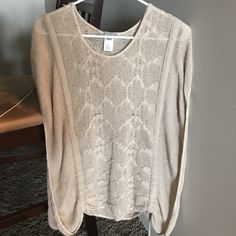 Stunning sweater!! Beautifully knitted loose sleeved sweater - perfect for the colder months. I loved this on me! Xs but can fit small / med!  Charlotte Russe Sweaters