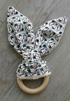 Doudou de dentition - anneau de dentition - hochet de dentition - doudou lapin - fait main - modèle panda : Jeux, peluches, doudous par small-sleeper