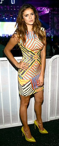 Nina Dobrev looked radiant in a Naeem Khan striped sheath and yellow heels at the Comic-Con event. Love her tousled hair!