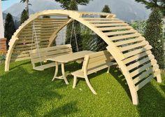 Drewniana altana ogrodowa oraz meble ogrodowe (huśtawka drewniana, ławka drewniana, stół ogrodowy) GardenSet to niezwykle funkcjonalne rozwiązanie zapewniające komfort wypoczynku przy rodzinnych spotkaniach na świeżym powietrzu.  Sam zadecyduj co wchodzi w skład zestawu !