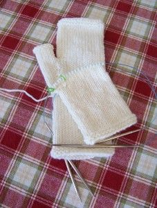Easy knitted fingerless gloves, on circulars, with a link for instructions on how to knit them on straights.