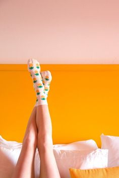 in pineapple socks! - love the colours in this photograph My Socks, Cool Socks, Crazy Socks, Happy Socks, Mode Style, Style Me, Pineapple Socks, Pineapple Yellow, Mellow Yellow