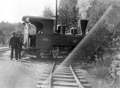 """[Nesttun-Osbanen. Lokomotivet """"Os"""" på dreieskiven Nesttun st.] fra marcus.uib.no"""