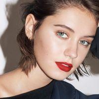 2017 Spring Makeup at the Golden Globes!  -Bold lip with minimal makeup -Skin that glows