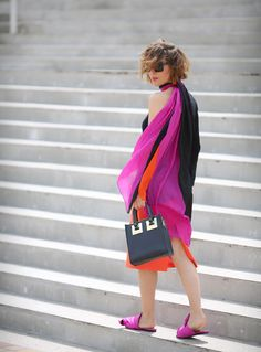 COLORBLOCKING OUTFITS, color block outfits, sophie hulme bag outfits,