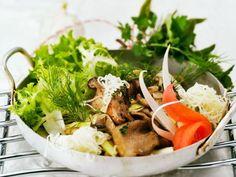 Blattsalat mit Rettich und  Pilzen