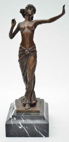 """PREIFS - Linda escultura art deco em bronze europeu patinado representando """"Dama"""", assinada,"""