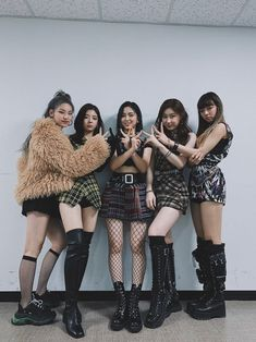 Photo album containing 7 pictures of ITZY Kpop Girl Groups, Korean Girl Groups, Kpop Girls, Kpop Fashion, Korean Fashion, K Pop, Pop Kpop, Ulzzang Korean Girl, Georgie