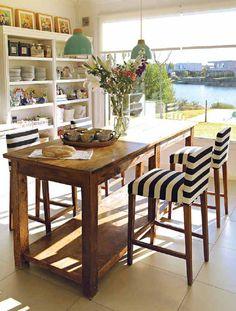 from Revista Tigris - Eidico en casa (julio-agosto Home Decor Signs, Cheap Home Decor, Kitchen Redo, Kitchen Design, Kitchen Island, Casual Dining Rooms, Diy Dining Table, Fancy Houses, Hippie Home Decor