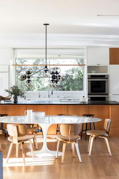 9fb5b6e2c5c Saarinen Tulip Table. Kitchen Interior