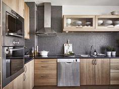 Dark mosaic tile as backsplash, wooden kitchen cabinets Kitchen Cabinets Models, Wooden Kitchen Cabinets, Kitchen Models, Kitchen Cabinet Design, Kitchen Furniture, Kitchen Decor, Industrial Kitchen Design, Interior Design Kitchen, Cuisines Design