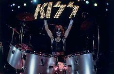 Peter Criss, Hot Band, Rock Bands, Kiss, Concert, American, Drummers, Nfl Football, Sarcastic Memes