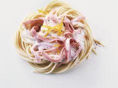 Ein Nudelrezept für Faule und Eilige: Nudeln mit Schinken-Mascarpone-Soße | http://eatsmarter.de/rezepte/nudeln-mit-schinken-mascarpone-sosse