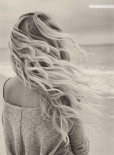 Sur la plage, le vent qui souffle dans mes cheveux ...