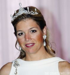 Queen Maxima wears the pearl setting of the Dutch Emerald Parure Tiara (Photo: Michel Porro/Getty Images) Queen (then Princess) Maxim. Royal Crowns, Royal Tiaras, Tiaras And Crowns, Dutch Princess, Princess Diana, Inauguration Ceremony, Elisabeth, Royal Jewelry, Jewellery