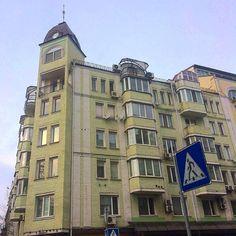 ул. Межигорская, 28, Подольский район, Подол, г. Киев.  6-7-этажный, кирпичный дом.    #architecture #buildings #igerskiev #igkiev #insta_kiev #instakiev #Kiev #kiev_foto #kiev_ig #kievblog #kievcity #kievgram #kievphoto #kievpics #kievrealtor #kievtown #Kyiv #Podol #realestate #realtor #квартираКиев #Киев #киевриэлтор #Київ #недвижимость #недвижимостьКиева #Поділ #Подол #риелторКиев #риэлтор