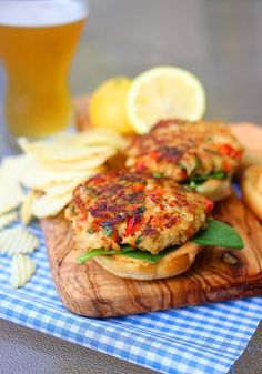 The Comfort of Cooking » Crab Cake Sliders with Spicy Mayo