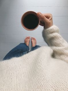 Kumulus Bluse - Lilly is Love Drops Design, Foto Casual, Insta Photo Ideas, Insta Posts, I Love Coffee, Photo Poses, Instagram Feed, Winter Fashion, Cute Outfits