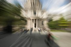How to Take Photos with the Zoom Blur Effect