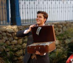 Romeu reaparece cheio da grana! (Foto: Pedro Carrilho/Gshow)