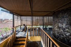 Completed in 2015 in Hanoi, Vietnam. Images by Hiroyuki Oki. This project is an extension for KIMONO, a Japanese restaurant located in the center of Hanoi, Viet Nam. The extension is the fifth and sixth floor. Hanoi Vietnam, Vietnam Location, Bamboo Landscape, Stair Detail, Curved Walls, Design Blog, Cafe Design, Kimono, Design Furniture