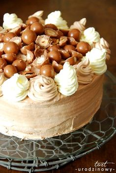 Pyszny tort śmietanowo czekoladowy. My Favorite Food, Favorite Recipes, My Favorite Things, Sweet Recipes, Birthdays, Easy Meals, Food And Drink, Cooking Recipes, Sweets
