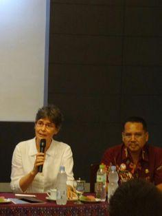 Seminar Sandra Niessen,PhD kedua di Museum Batik Pekalongan. Koleksi Batik Raja Siam photo courtesy : goedangkaos Pekalongan