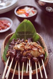 HESTI'S KITCHEN : yummy for your tummy: Sate Makassar Kebab Skewers, Indonesian Cuisine, Makassar, Food Plating, No Cook Meals, Street Food, Asian Recipes, Chicken Recipes, Food Photography