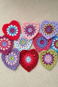 [Free Pattern] So Simple And Yet So Beautiful Sunburst Granny Hearts