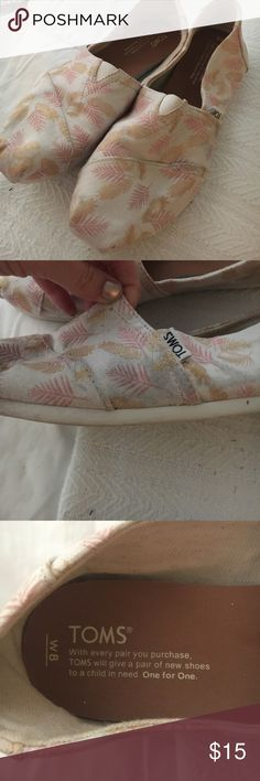 Toms women's size 8 Slight wear on the outside left shoe. Pictured. Gold and pink leaf pattern Toms Shoes