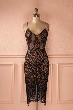 Soyez la Posh Spice de 2016.   Be the Posh Spice of 2016. Lagertha - Black sleeveless lace dress with beige lining www.1861.ca