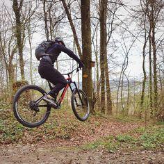 Erste Flugtests und Einwärmübungen für die Bikesaison.  Biketour: #Grünwald #Gubrist #Altberg #mtbTRAILaktuell #MTBswitzerland #TREKbikes #Remedy