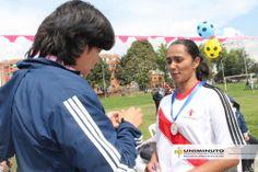 Reconocimiento al equipo femenino de GST en partido amistoso contra Administrativa UNIMINUTO.