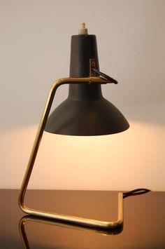 Vittoriano Vigano; Tubular de latão e luminária de mesa de Metal esmaltado para Arteluce, c1950.
