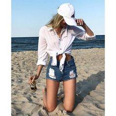 Idealna stylówka na ciepły wieczór 🏖🔥👌🏻😁 #NiechŻyjeWolnośćISwobodaPiękna @klaudia.szychowicz w białej koszuli Wolność i Swoboda wygląda nieziemsko 😇#MTandMMxInstaGirlsKoszula dostępna w różnych kolorach na 👉🏼www.mtandmm.com...#millertulipanandmatteomilano #konraddobrzyński #marcinmiller #fashion #moda #sexi #brunette #koszula #ootd #hot #chorwacja #instagirl #summervibes #wakacje #photooftheday #instagood #goodtime #modelka #womanfashion #instafashion #millertulipan #summer #outfit…