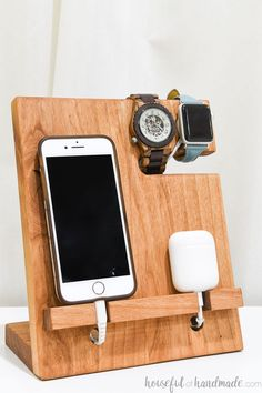 Nightstand Valet Docking Station: DIY Gift Idea Organize all the things you need to charge with this easy to build nightstand valet. Get the free woodworking plans on Housefulofhandmad. Woodworking Projects That Sell, Woodworking Furniture, Fine Woodworking, Diy Wood Projects, Woodworking Crafts, Diy Furniture, Woodworking Nightstand, Lathe Projects, Woodworking Classes