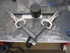 Resultado de imagen para how to make welding clamps Welding Jig, Welding Shop, Welding Crafts, Welding Table, Welding Projects, Welding Ideas, Metal Working Tools, Metal Tools, Welding And Fabrication