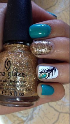 Thumb nail be silver and have instead of just blue have it ambre with teal and purple / peacock nails Get Nails, Fancy Nails, Pretty Nails, Nail Art Designs 2016, Nail Polish Designs, Peacock Nails, Peacock Nail Designs, Peacock Theme, Feather Nail Art