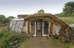 Take a tour of an eco-home / The Green Life Natural Building, Green Building, Building A House, Earth Sheltered Homes, Earthship Home, Eco Buildings, Natural Homes, Earth Homes, Cabins And Cottages