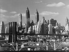 New York City Skyline and Brooklyn Bridge, 1948 Fotoprint van Andreas Feininger - bij AllPosters.be
