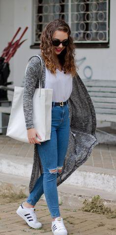 online store 1c437 f2530 24 Pruebas de que una mujer puede vivir solo con un par de Adidas