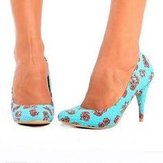 Turquoise and red pump