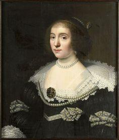 24-11-11  Wybrand de Geest (I) (1592, Leeuwarden – 1661/1665, idem), after Michiel Jansz. van Mierevelt    Title  Portrait of Amalia van Solms (1602-1675). Wife of prince Frederik Hendrik.[1]    Alternate title(s):  Portret van Sophia Hedwig von Braunschweig-Wolfensbüttel (1592-1642), echtgenote van Ernst Casimir (1573-1632), graaf van Nassau, stadhouder van Friesland, Groningen en Drenthe [oude titel].[2]    Date  c. 1640-1655    Medium  Oil on panel    Dimensions  67.1 × 57.2 cm (26.4…
